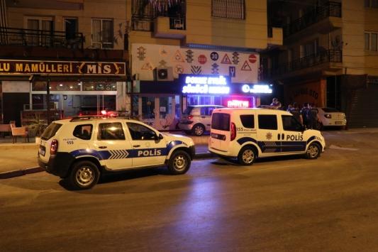 İzmirde oğlu tarafından darbedilen kadın hastaneye kaldırıldı