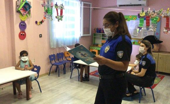 Adana polisi masal yoluyla çocukları kötü niyetli kişilere karşı bilgilendirdi