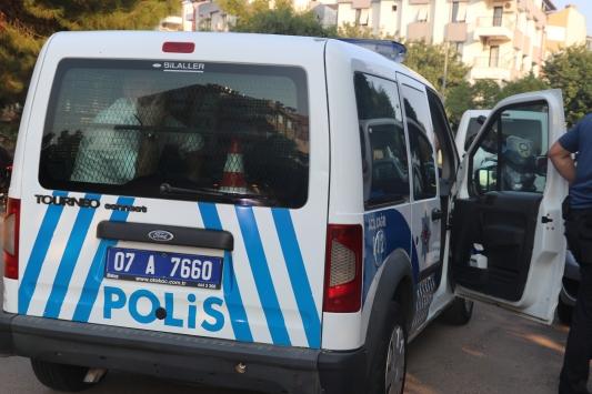Antalyada bir aileyi silahla tehdit ettiği iddia edilen şüpheli gözaltına alındı