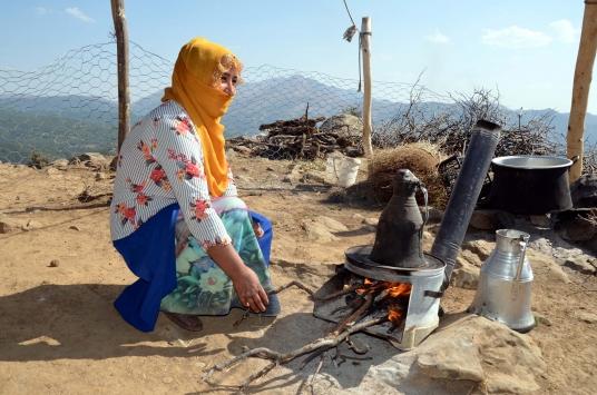 Sıcak bölgelerden Muşa gelen göçerler yılın büyük bölümünü kıl çadırlarda geçiriyor