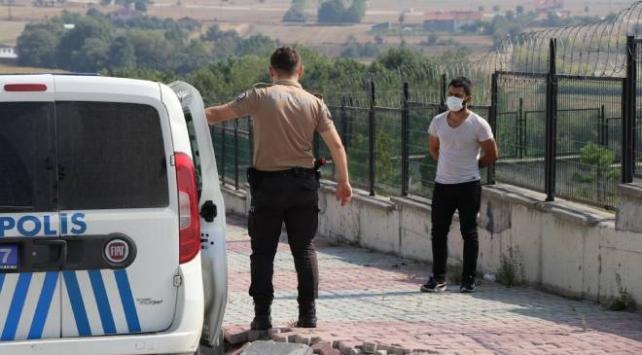 Karantina kaçağı otomobille gezerken yakalandı