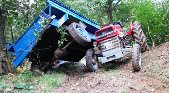 Düzcede fındık işçilerini taşıyan traktör devrildi: 4 yaralı