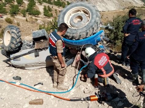 Malatyada devrilen traktörün altında kalan sürücü öldü