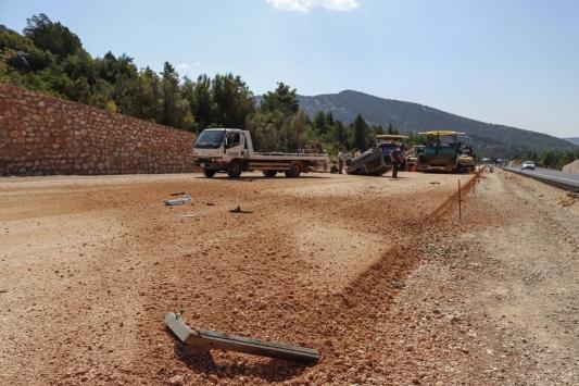 Antalyada otomobil devrildi: 2 yaralı