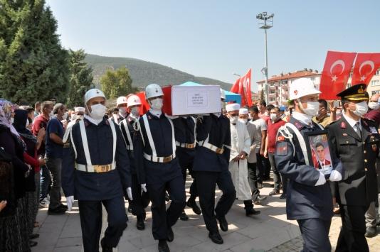 Şehit Jandarma Astsubay Kıdemli Çavuş Sinan Aktay Konyada son yolculuğuna uğurlandı