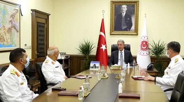 Bakan Akar, Libya Deniz Kuvvetleri Komutanı Abuhulia ile görüştü