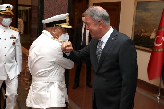 Akar, Libya Deniz Kuvvetleri Komutanı Abuhuliayı kabul etti