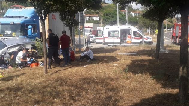 Bilecikte tır ile otomobil çarpıştı: 5 yaralı