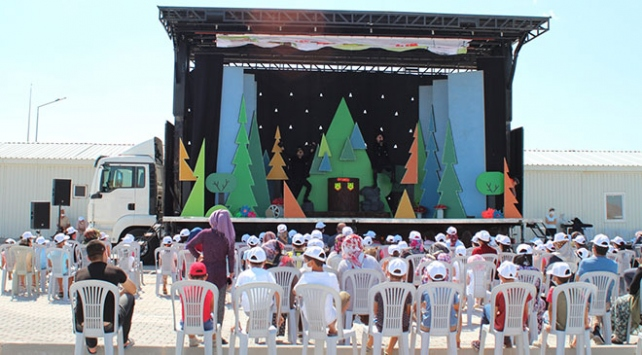 Hiç oyun izlememiş 12 bin çocuk bu yaz tiyatroyla buluştu