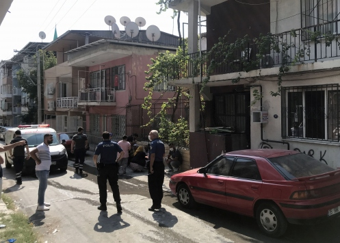 İzmirde eşiyle tartışan kişi evinde yangın çıkardı
