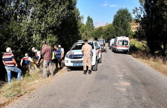 Erzincanda tarım aracı devrildi, 7 kişi yaralandı