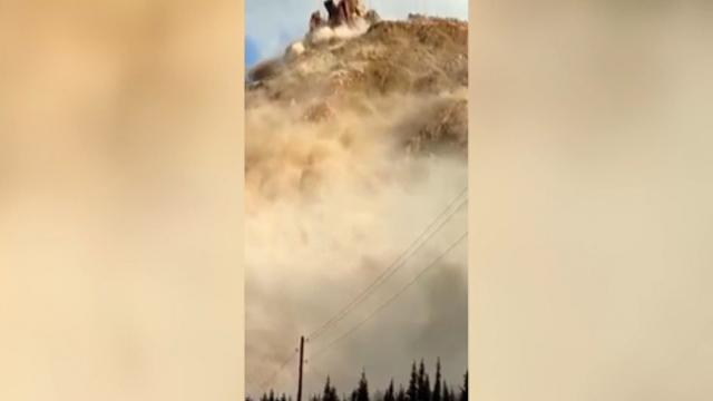 Kırgızistan'da heyelan: Toz bulutu böyle yükseldi