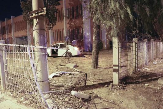 İzmirde bir kişinin 250 bin lirasını çaldıktan sonra kaza yapan 3 şüpheliden 1i yakalandı