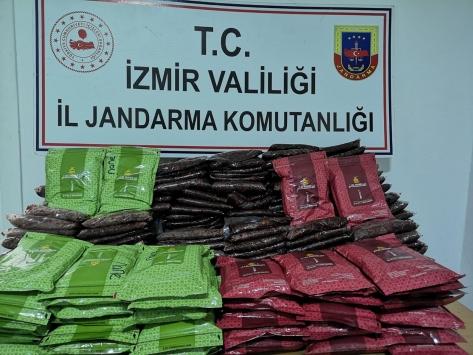 İzmirde 350 kilogram kaçak nargile tütünü ele geçirildi