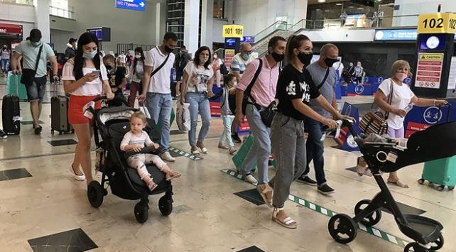 Antalyaya gelen turist sayısı 2 milyonu aştı