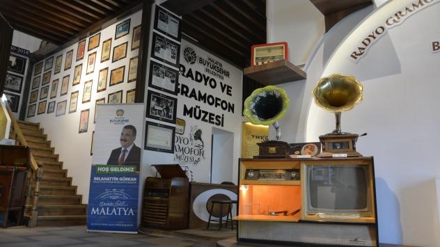 Radyo ve gramofonun serüveni bu müzede yaşatılıyor