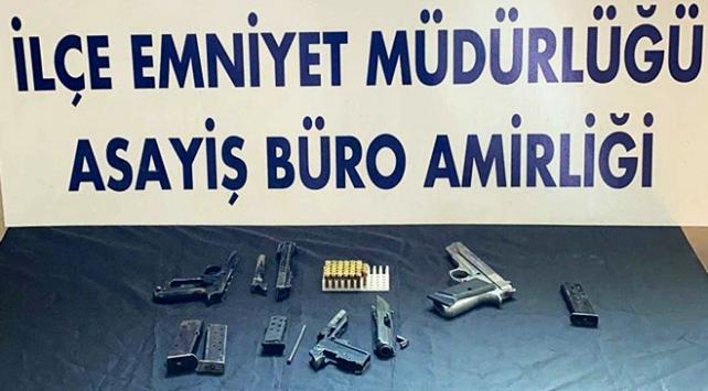 Bitliste kapı çerçevesine gizlenmiş tabanca parçaları bulundu