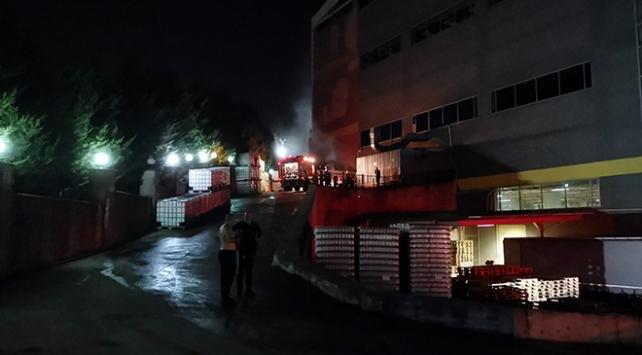 Kocaelide kozmetik fabrikasında çıkan yangın söndürüldü