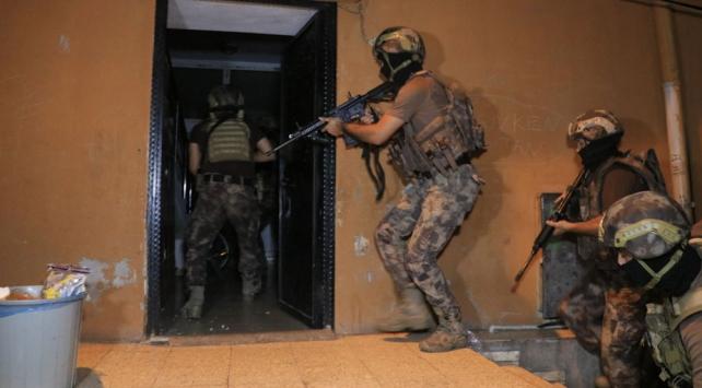 Adanada 35 adrese eş zamanlı baskın: 23 gözaltı
