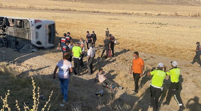Aksaray-Adana karayolunda yolcu otobüsü devrildi: 37 yaralı