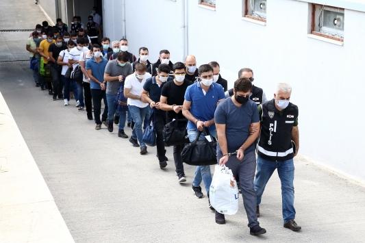 Adana merkezli 15 ildeki FETÖ operasyonunda gözaltına alınan 6 zanlı tutuklandı
