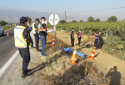 Manisada trafik levhasına çarpan motosikletin sürücüsü öldü