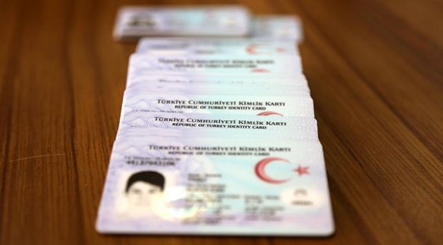 Sürücü belgelerinin kimlik kartlarına yükleneceği tarih belli oldu