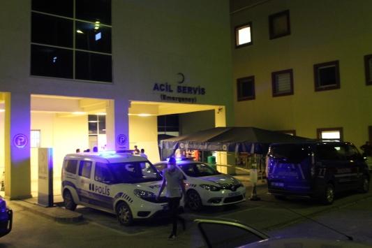Antalyada akrabaları arasında çıkan kavgayı ayırmaya çalışan kişi silahla öldürüldü
