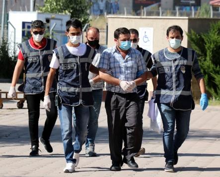 Sivasta kuyumculara sahte bilezik satan 2 kişi yakalandı