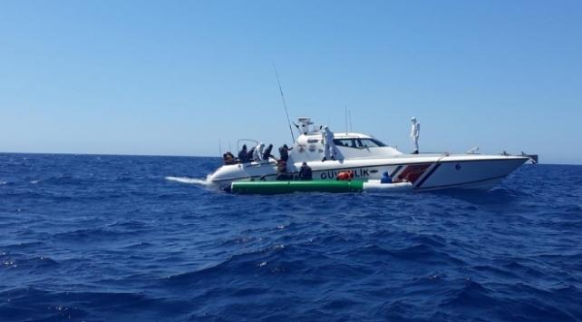 İzmirde botları sürüklenen 6 düzensiz göçmen kurtarıldı