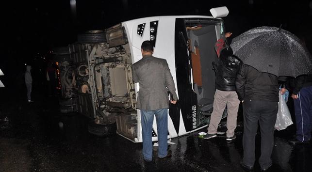 Antalyada turistleri taşıyan tur minibüsü devrildi: 6 yaralı