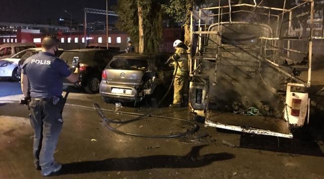 İzmirde 3 aracı kundakladığı düşünülen zihinsel engelli gözaltına alındı