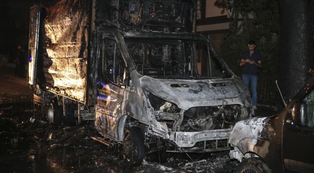 Ankarada park halinde yanan kamyonet kullanılamaz hale geldi