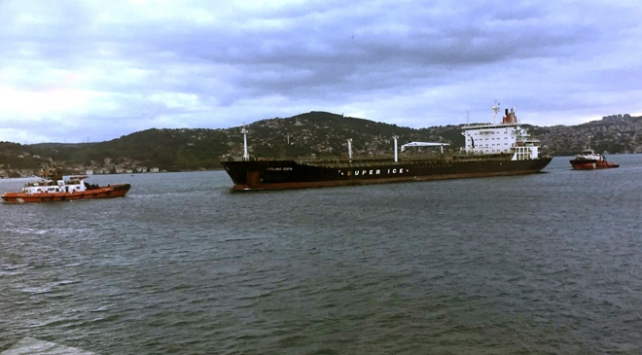 İstanbul Boğazında sürüklenen tanker kurtarıldı