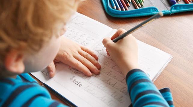 Bakan Selçuktan birinci sınıf velilerine mesaj: Okuma yazma öğrenilir