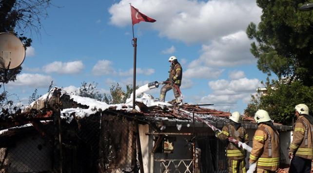 Ümraniyede bir evde yangın çıktı
