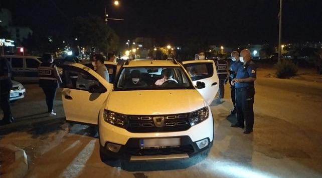 Adanada maske takmayan 243 kişiye para cezası kesildi