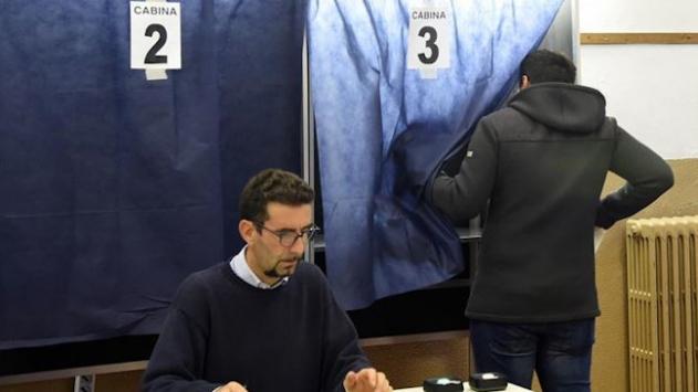 İtalyada halk iki gün sürecek anayasa referandumu için sandık başında