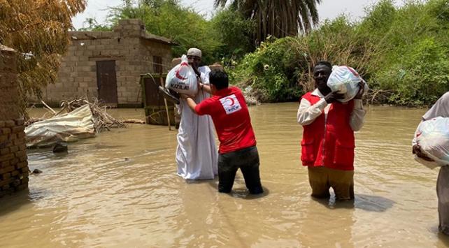 Türkiyeden Sudanda sel mağdurlarına yardım eli