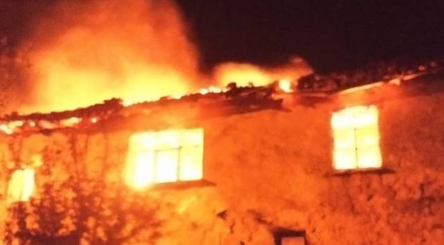 Balıkesirdeki yangında 1 ev kullanılamaz hale geldi