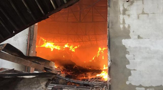 Adanada gıda deposu yandı: 10 milyon liralık zarar oluştu