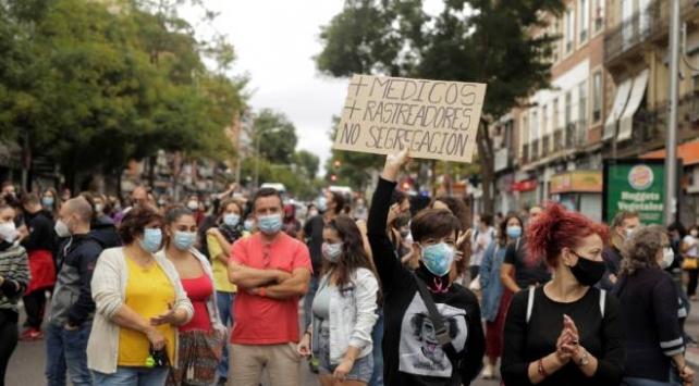 İspanyada koronavirüs kısıtlamalarına protesto