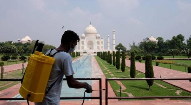 Hindistanda Tac Mahal, altı ay aradan sonra ziyarete açıldı