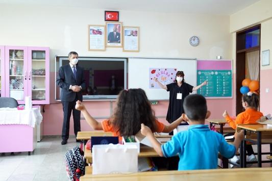 Bakan Selçuktan yüz yüze eğitimin başladığı okullara ziyaret