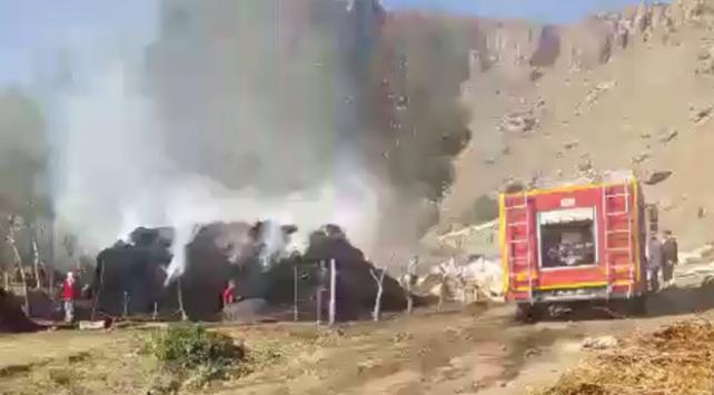 Ağrıda 50 ton ot ve saman yandı