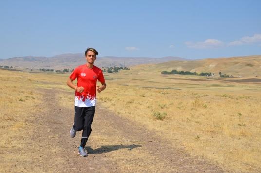 Çobanlık yaparken hazırlandı, 20 Yaş Altı Balkan Atletizm Şampiyonasında birinci oldu