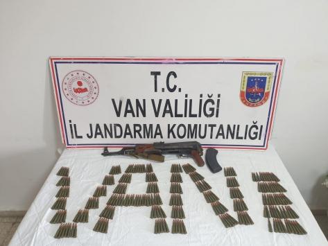 Vanda PKKlı teröristlere ait silah ve mühimmat ele geçirildi