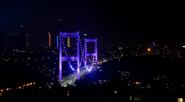 FSM Köprüsü mora bürünecek