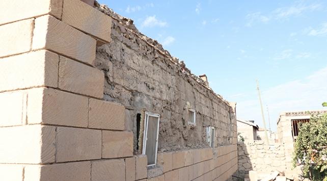 Niğdedeki depremde 143 ev hasar gördü
