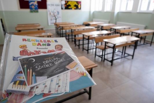 Kastamonu Belediye Başkanı Vidinlioğludan öğrencilere ilk gün hediyesi